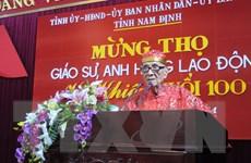 Hà Nội trao huy hiệu 70 năm tuổi Đảng tặng giáo sư Vũ Khiêu
