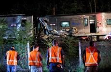 Mỹ: Tàu chở hàng trật đường ray, 22 toa rơi xuống vùng nước lũ