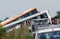 Tài xế ngủ gật, xe buýt lao vào xe ngược chiều làm 12 người chết