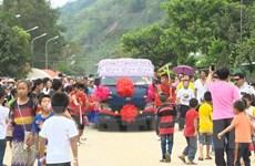 Người dân Việt Nam-Lào chung vui Tết cổ truyền Bunpimay