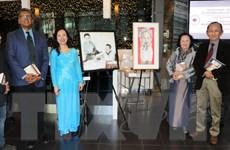 Giới thiệu tranh và sách về Chủ tịch Hồ Chí Minh tại Toronto