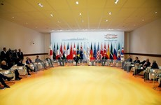 Các nước thỏa hiệp về thương mại, bất đồng chống biến đổi khí hậu