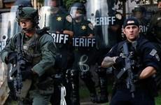 Cảnh sát Mỹ sử dụng hơi cay để giải tán đám đông tại Phoenix