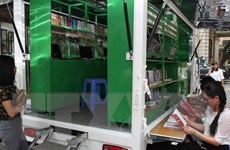 Tặng ôtô thư viện lưu động đa phương tiện cho dân vùng khó khăn