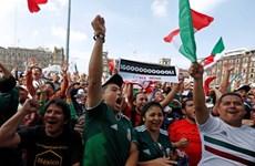 Cổ động viên Mexico đổ đến Đại sứ quán Hàn Quốc ăn mừng