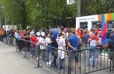 ASIAD 2018: Người dân Indonesia đội nắng xếp hàng dài mua vé