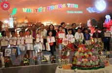Tết Trung thu gắn với truyền thống khuyến học của người Việt ở Séc