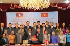 NXB Chính trị quốc gia tặng sách lý luận chính trị bản tiếng Lào