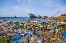 Thuyền buồm Flipflopi mang thông điệp về khủng hoảng rác thải nhựa
