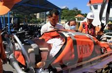 Kịp thời đưa một du khách Mỹ bị nạn trên biển về đất liền chữa trị