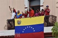 """Venezuela vật lộn với """"gánh nặng đường xa"""""""