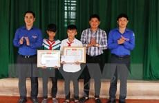 Khen thưởng hai học sinh dũng cảm cứu người ở Hà Tĩnh