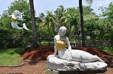 Tượng nàng tiên cá được mặc áo che ngực ở Indonesia