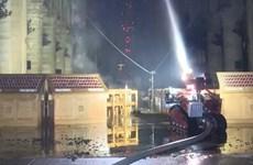 Colossus: Robot chữa cháy góp sức dập lửa cho Nhà thờ Đức Bà Paris