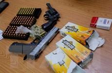 Bắt giữ kẻ vận chuyển súng, đạn quân dụng từ nước ngoài về Việt Nam