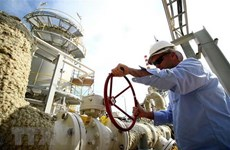 Giá dầu thế giới tăng hơn 1% do nguồn cung bị thắt chặt