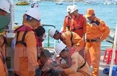 Đưa thuyền viên bị tai nạn lao động trên biển vào bờ an toàn