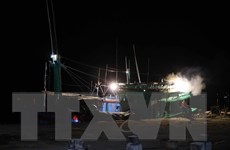 Bình Định: Cứu hộ thành công tàu cá bị phá nước cùng 4 thuyền viên