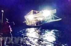 Quảng Trị: Cứu sống toàn bộ 9 ngư dân trong vụ cháy tàu cá