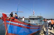 Cứu hộ thành công tàu cá mắc cạn ở khu vực quần đảo Hoàng Sa