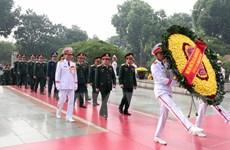 [Photo] Các đoàn đại biểu đặt vòng hoa, tưởng niệm các liệt sỹ