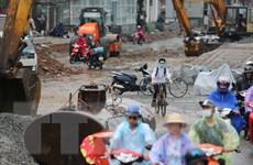 [Photo] Người dân Thủ đô vất vả lưu thông trên đường Trường Chinh