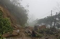 Lâm Đồng: Sạt lở sau mưa lớn ở đèo Bảo Lộc, giao thông ùn tắc