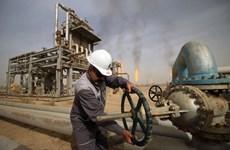 Giá dầu tăng 2% sau khi Houthi tấn công cơ sở dầu mỏ Saudi Arabia