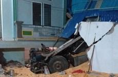 Sơn La: Xe tải bất ngờ lao vào nhà dân, 2 vợ chồng tử vong