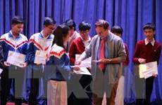 Trao học bổng Vallet cho học sinh xuất sắc ở miền Trung, Tây Nguyên