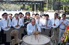 Thủ tướng dâng hương tưởng nhớ các anh hùng liệt sỹ tại Quảng Trị