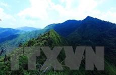 Khám phá đỉnh Pú Huốt trên vùng căn cứ địa cách mạng Mường Phăng