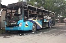 Một xe ôtô khách bốc cháy khi lưu thông qua tỉnh Hà Tĩnh
