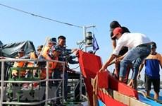 Quảng Trị: Đưa 11 ngư dân gặp nạn trên biển vào bờ an toàn