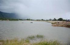 Hà Nội: Tai nạn lật thuyền đạp vịt, hai cháu nhỏ tử vong