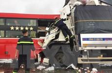 Nghệ An: Xe tải đấu đầu xe khách, ít nhất 11 người thương vong