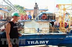 """Bình Định: """"Tàu 67"""" nằm bờ không mua được bảo hiểm, ngư dân điêu đứng"""