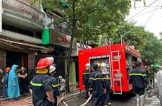 Hà Nội: Giải cứu 2 người cao tuổi khỏi đám cháy trong đêm ở phố Lò Rèn