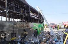 Thanh Hóa: Xe khách hai tầng cháy rụi, Quốc lộ 1A ách tắc nhiều giờ