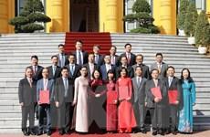 Trao quyết định cho 16 đại sứ Việt Nam ở nước ngoài nhiệm kỳ 2019-2022