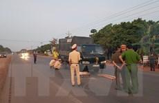 Bình Phước: Người đàn ông bị xe tông tử vong do nhặt củi giữa đường