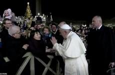 [Video] Giáo Hoàng xin lỗi vì đập vào tay một phụ nữ bên ngoài Vatican
