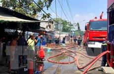 TP.HCM: Cháy lớn tại xưởng sản xuất gỗ, 700m2 nhà xưởng bị đổ sập