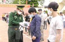 [Photo] Quảng Bình thắm tình quân-dân trong cuộc chiến chống COVID-19