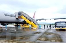 [Photo] Chuyến bay chở chuyên gia Hàn Quốc hạ cánh ở sân bay Vân Đồn