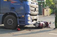 Va chạm với xe container, 2 người trên xe máy tử vong