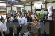 Đại tướng Tô Lâm dâng hương tưởng niệm thân mẫu Chủ tịch Hồ Chí Minh