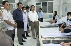 Bộ trưởng Phùng Xuân Nhạ thăm hỏi học sinh bị thương do cây đổ