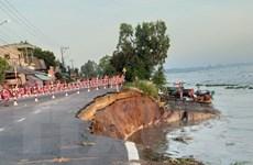 An Giang: Di dời khẩn cấp 27 hộ dân trong vùng sạt lở nguy hiểm