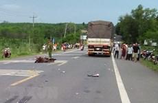 Quảng Nam: Va chạm với xe tải, 2 người đi xe máy tử vong tại chỗ